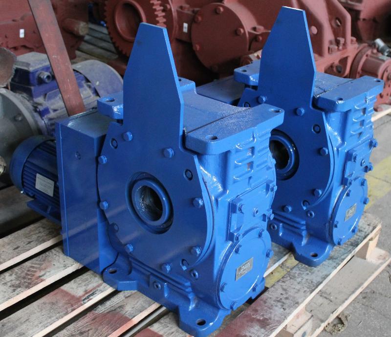 Мотор – редукторы цилиндро – червячные трехступенчатые МЦ2Ч 80