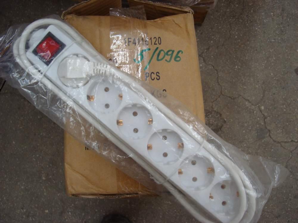 Купить Удлинитель провода с заземлением на 6 розеток с выключателем Ferrotech