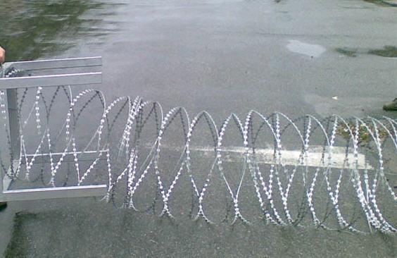 Барьер защитный мобильный, из ЕГОЗЫ диаметром 600мм.Заграждения колюче-проволочные, концертина, Егоза. забор