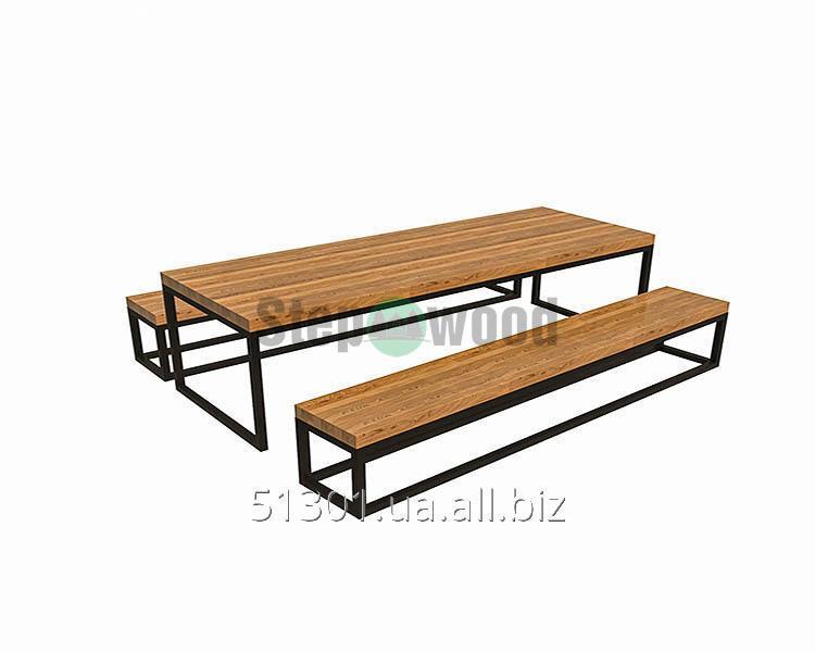 Стол c лавками из дерева вскрыт прочным  двухкомпонентным лаком с металическими ножками