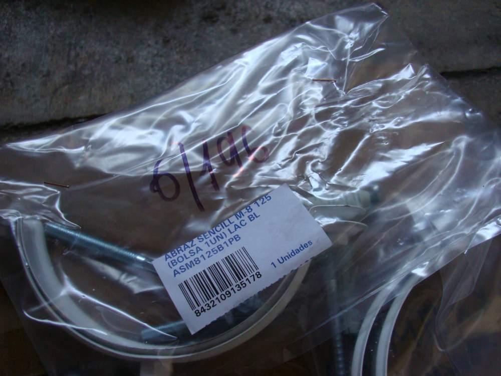 Хомут металлический белый для трубы водостока с дюбелем и саморезом Fig