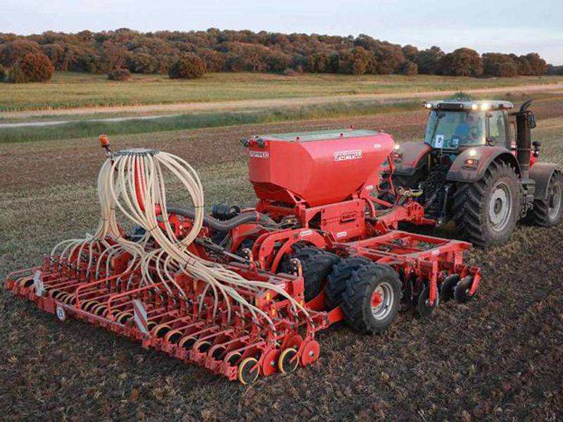 Сеялка зерновая комбинированная CORONA 600