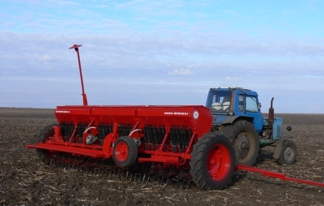 Сеялка зерновая Червона Зирка Астра Нова