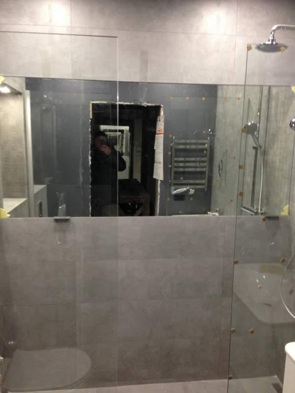 Штора стеклянная для ванной комнаты