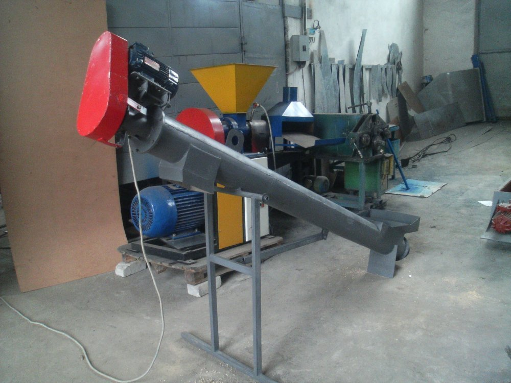The conveyor screw for a production line of fuel briquettes