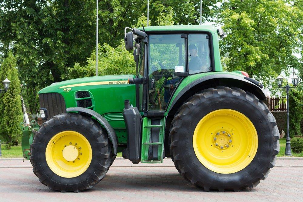 Купить Трактор колесный John Deere 7430 Premium