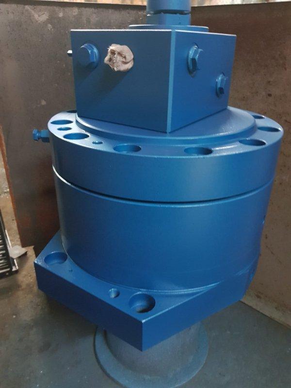 The hydraulic motor for a rezinosmesitel
