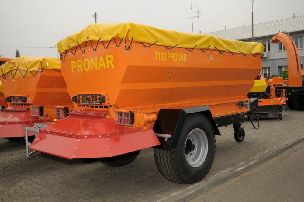 Пескоразбрасыватель Pronar T132