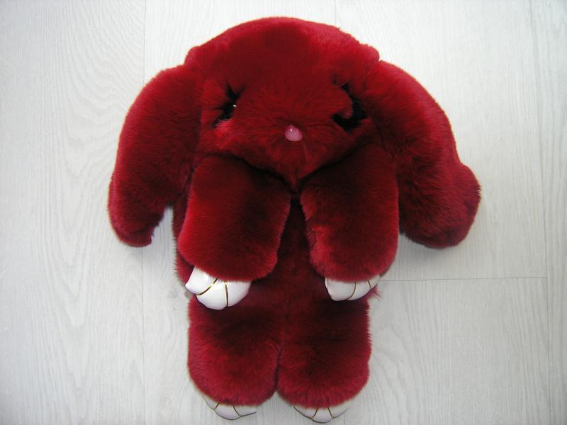 Сумка-игрушка Кролик в бордовом цвете из меха кроля рекс