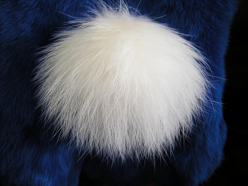 Бубон из меха енота альбиноса