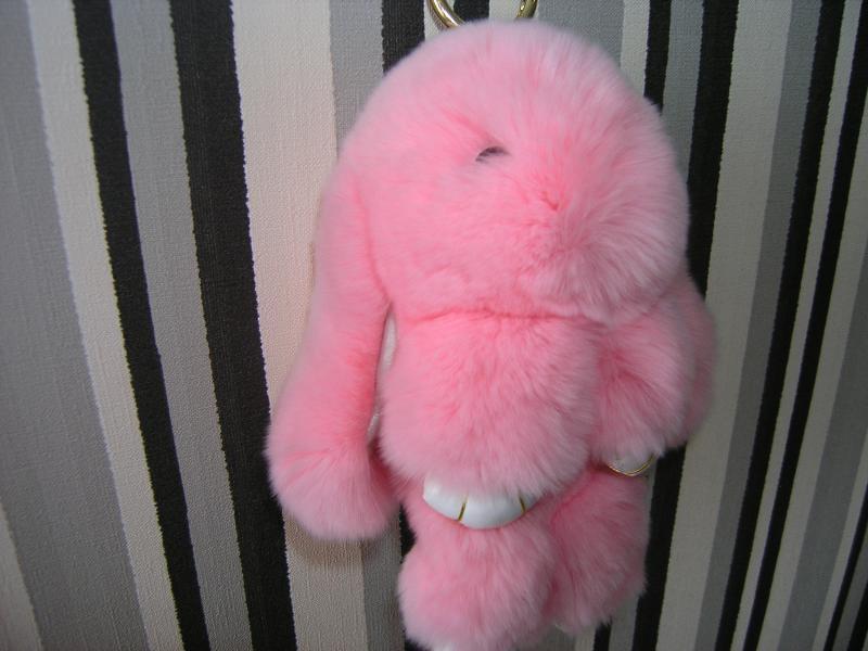 Брелок кролик розовый, брелки меховые