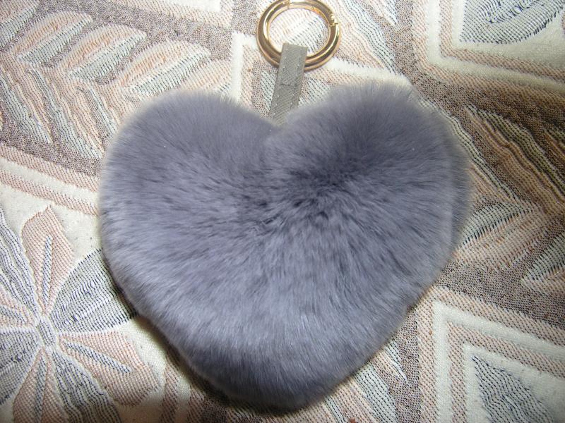 Брелок сердце серое