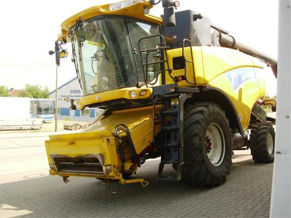 Купить Зерноуборочный комбайн NEW HOLLAND CX 8090 2007 года