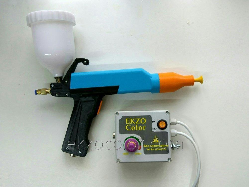 The manual gun electrostatic for a dusting of powder EkzoColor paint.