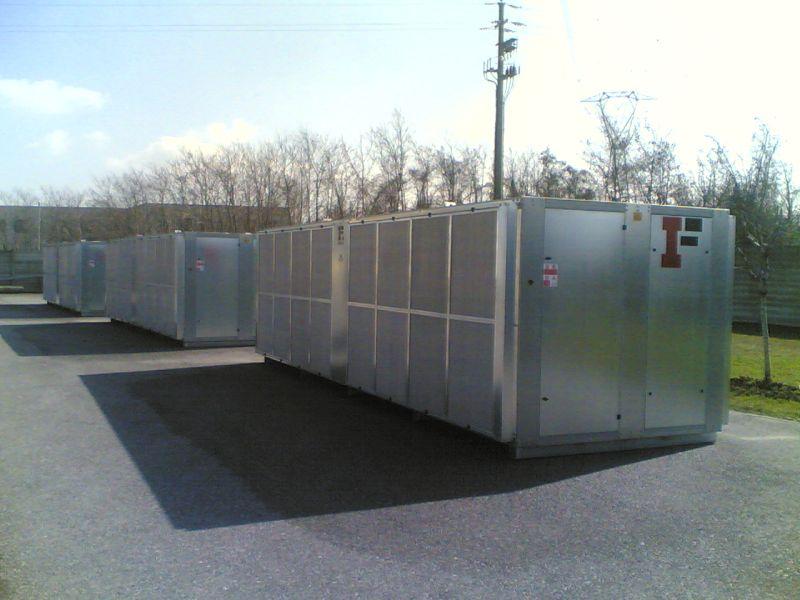 Чиллеры (охладитель жидкости, холодильник, чиллер) итальянского производства мощностью охлаждения от 100 кВт. с гальваническим корпусом.