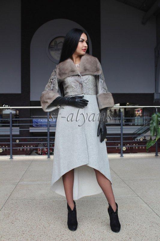 7d39bd19b11 Пальто из бежевой альпаки с кожей питона и норкой