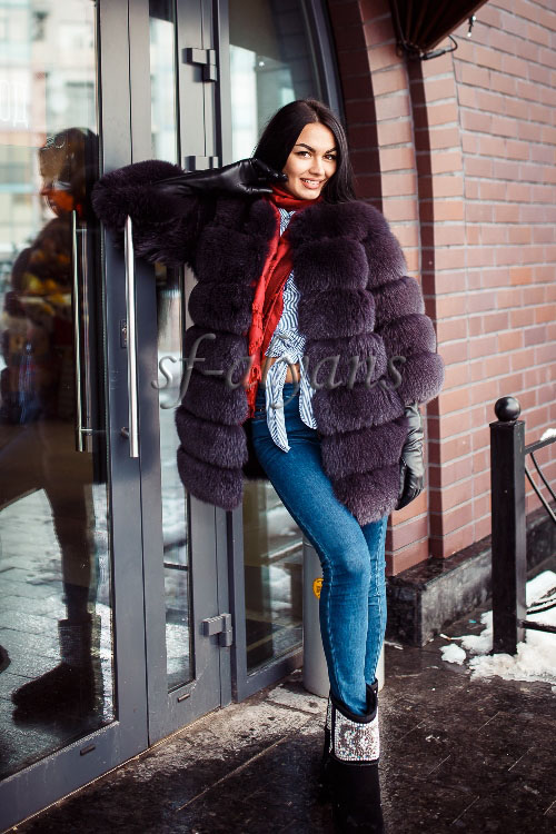 Fur coat with a sleeve 3/4 of the Finnish polar fox of Ling