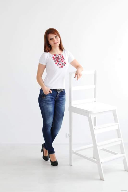 Вышитая женская футболка А-4
