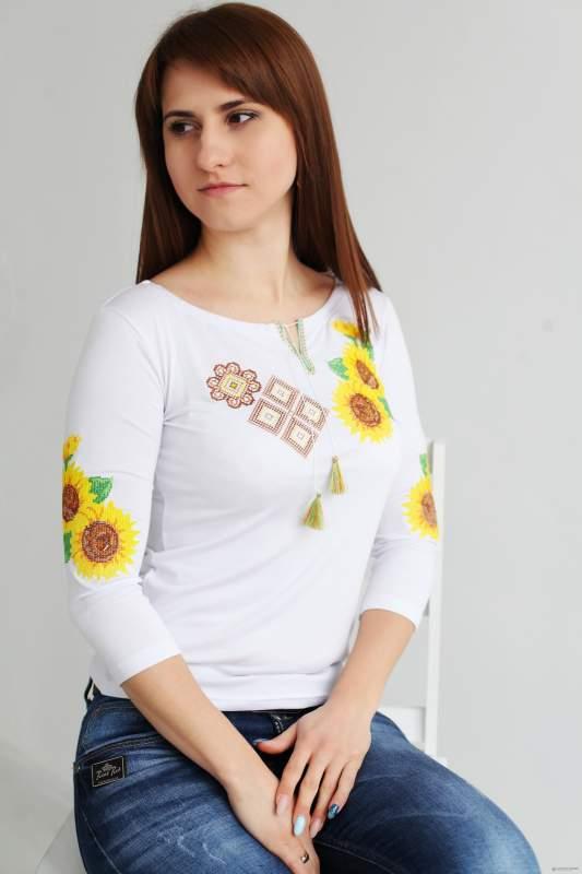 Вышитая женская трикотажная футболка Сочетание
