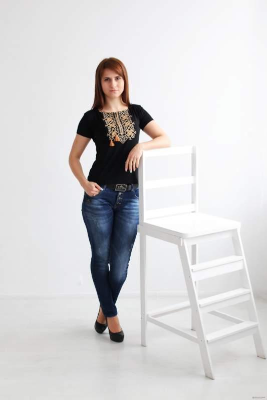 Вышитая женская футболка Два цвета А-8