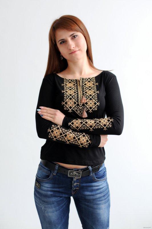 Женская вышитая футболка Два цвета В-7