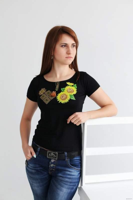 Вышитая женская футболка Сочетание