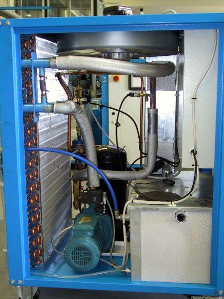 Чиллера вид изнутри (чиллер, охладитель жидкости, охлаждающий агрегат)