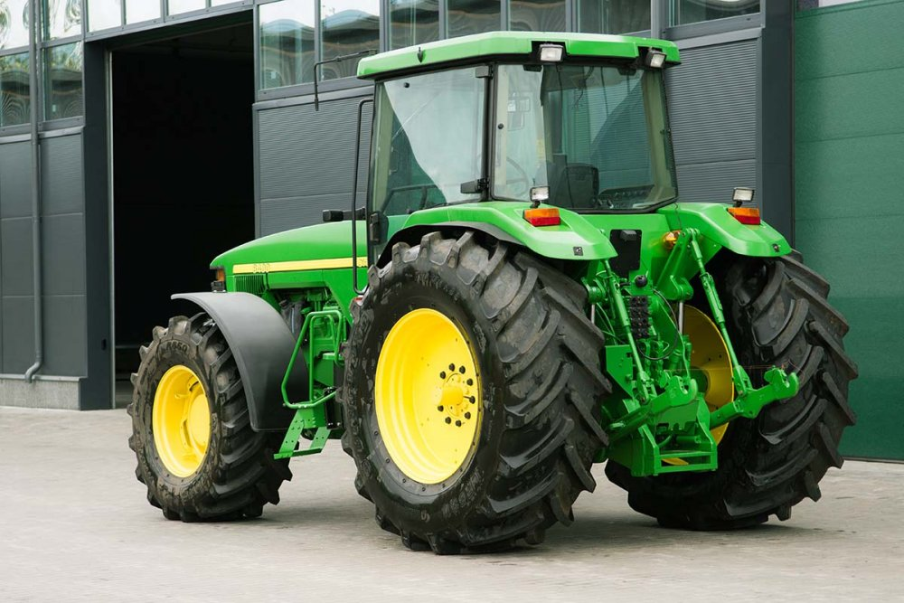 Купить Колёсный трактор John Deere 8400