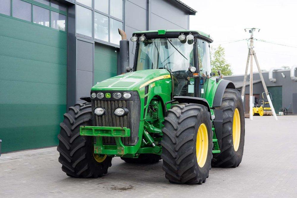 Колёсный трактор John Deere 8430