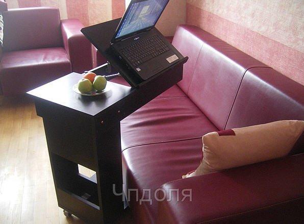 Купить Столик для ноутбука. Компактный столик позволяет устроится с работой в любом месте и положении. Отдельные полки помогут организовать порядок и освобождают место на столе.