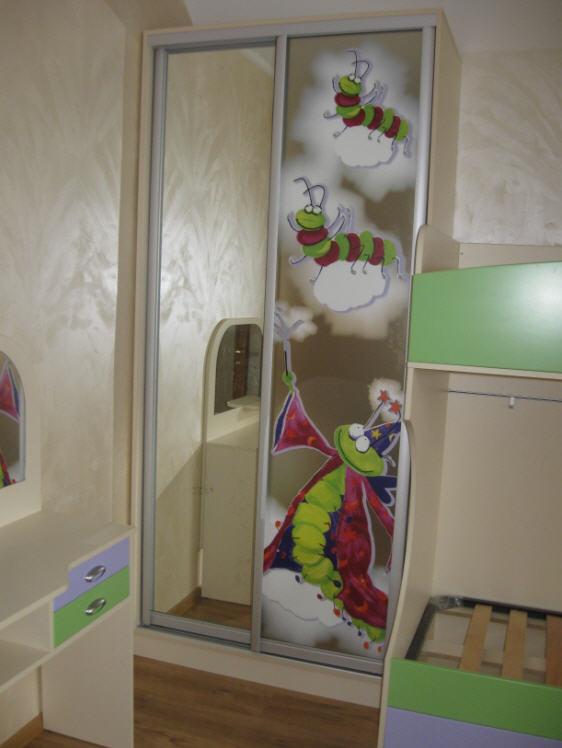 Купить Шкафы-купе, тонирование и расцветка стекол, детская, юношеская и подростковая мебель, мебель для спален, прихожих, кухонь, дизайн, дерево, ПВХ, МДФ, под заказ, Киев