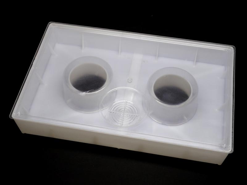 Кормушка с двумя стаканами 2,8л
