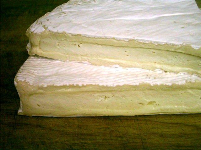 Сыр Бри в белой плесени
