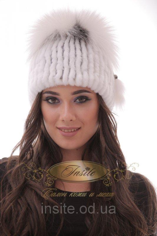 шапка белая вязаная из меха норки в сочетании с белым мехом