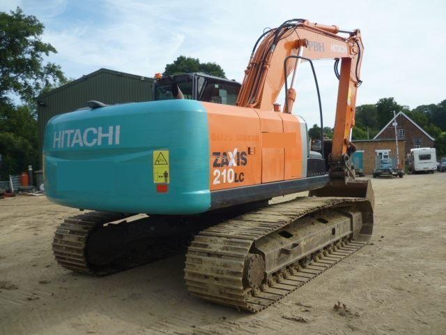 Гусеничный экскаватор Hitachi ZX210LC-3.