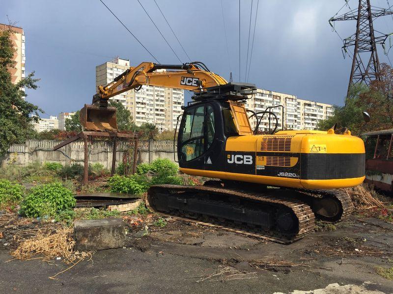 Caterpillar JCB JS220 LC excavator. Available.