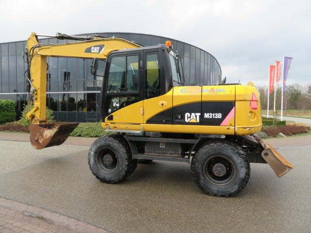 Экскаватор б/у. Колесный экскаватор Caterpillar M313D.