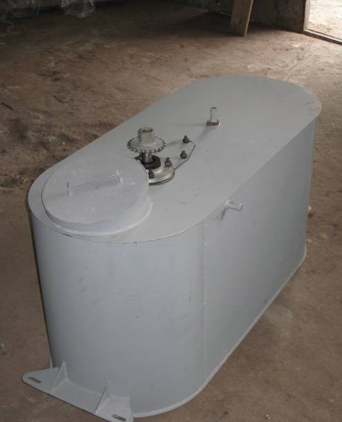 Бак 80 лит. с мешалкой в сборе