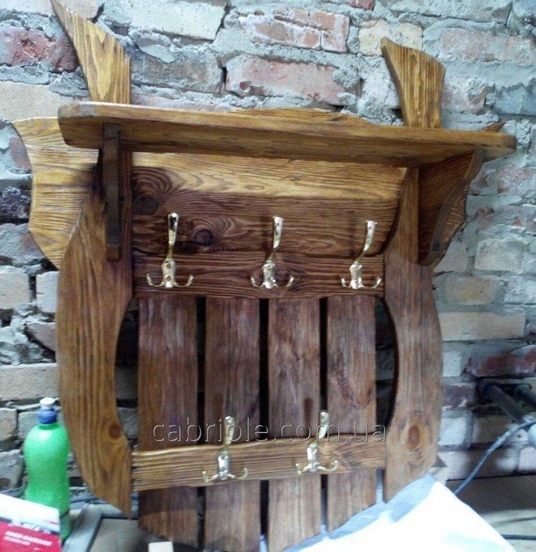 Вешалка для одежды из  дерева.