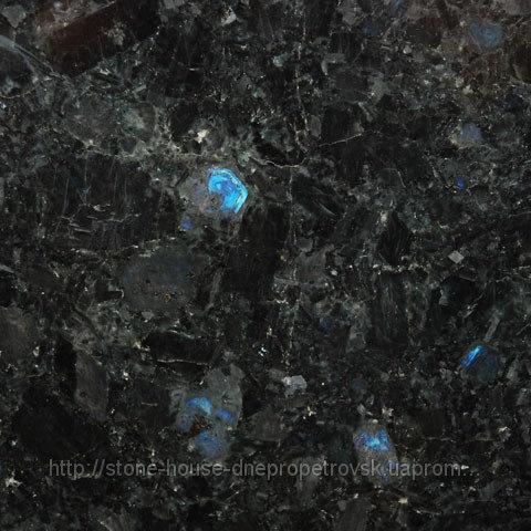 Гранит Лабрадорит сине черного цвета полированный 20 мм 043