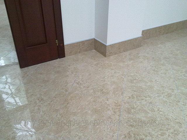Плитка мраморная , полы мраморные с бежевого камня 20 мм  0702