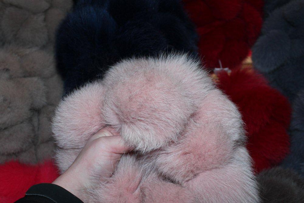 Меховой помпон из песца 15 см бледно-розовый