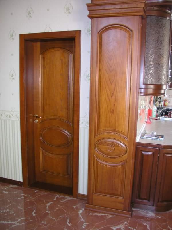 Деревянная дверь с резьбой Арт. Р01