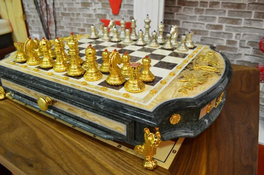 Шахматная доска Пегас - ювелирные шахматы