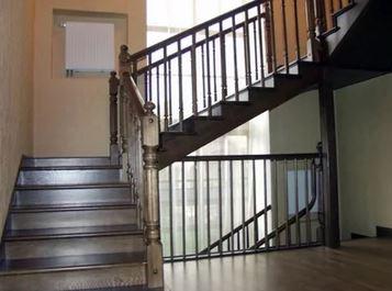 Лестница дубовая Арт 003