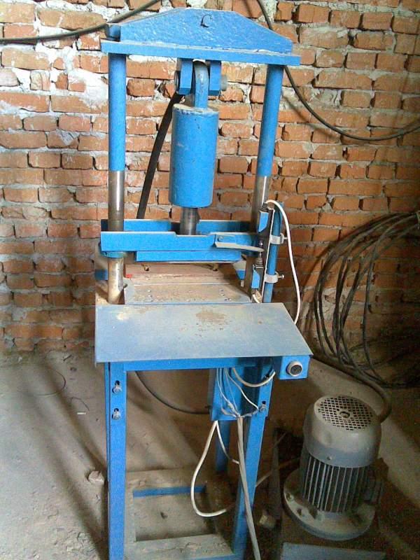 Buy Guillotine hydraulic for splitting blocks and bricks