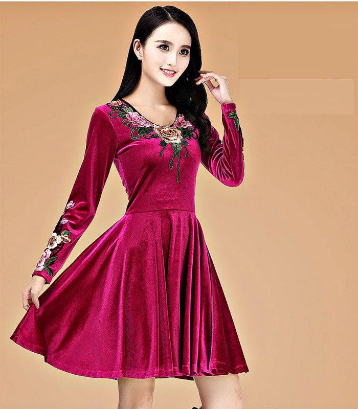 Бархатное платьебольших размеров.