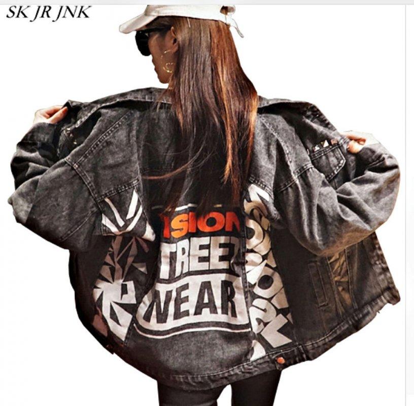 Модные, джинсовые куртки с буквенным принтом для женщин.