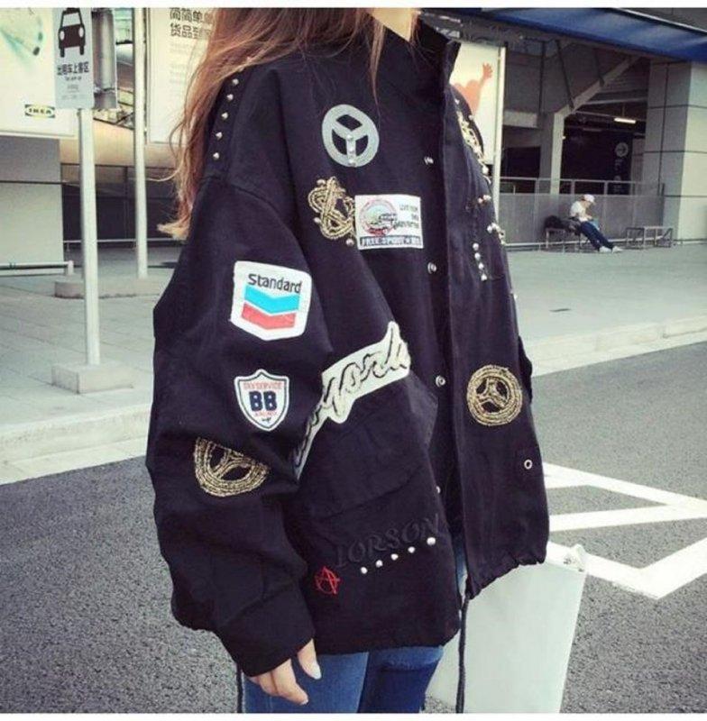 Модные, свободные куртки с буквенным принтом для женщин.