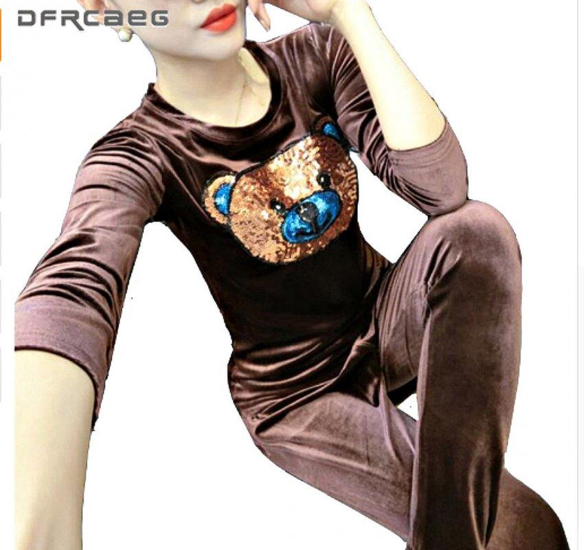 Теплый. велюровый-бархатный костюм для женщин